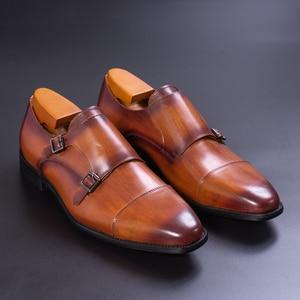 Image 2 - Prawdziwej skóry męskie buty wizytowe ręcznie brązowy kolor czerwony biuro biznes Oxford Cap Toe trzy klamry pasek styl włoski buta