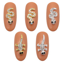 10pcs3D nail art ornaments glittering rhinestones covered gold and silver snake gecko design Strass alloy nail accessories