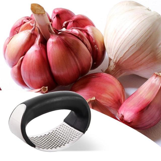 1 pièces en acier inoxydable ail Presses manuel ail hachoir hachage ail outils courbe fruits légumes outils cuisine Gadgets chaude 2