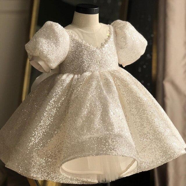 Beyaz pullu kız elbise vaftiz elbise bebek için zarif parti kız elbise büyük yay tutu prenses düğün kız bebek elbise