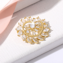 Gold Sparkling Charm Hao Stone Rotating Flower Brooch Metal Men And Women Style Simple Fashion Couples Holiday Gift Pins Jewelry