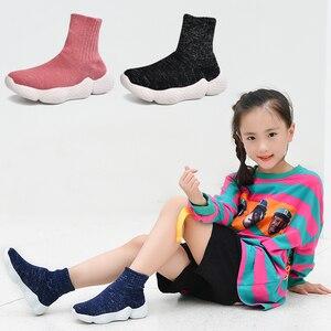 Image 1 - Obuwie dziecięce 2019 modne dziewczęta chłopcy trampki dziecięce siatkowe latające tkactwo Casual Sport Running ultralekkie buty dziecięce skarpety