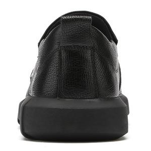 Image 4 - Nuevos zapatos informales de negocios, zapatos ligeros para hombre, mocasines de cuero cómodos antideslizantes con absorción de impacto para hombre