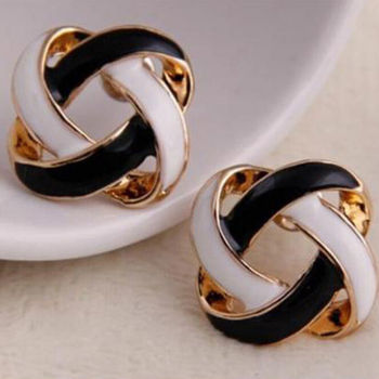 Tendy 1 Pair Women Korean Vintage Charming Black And White Simple Hollow Earrings Jewelry Gift image
