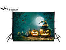 Beebuzz photo backdrop halloween night pumpkin heads decorate the background