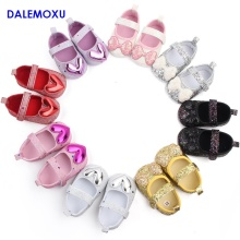 DALEMOXU Fashion Infant Glitter Shoes Love Bow Toddlers Wedding Princess Sequined Soft Sole Crib Sneaker Baby Girl