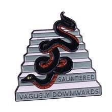 Bon augure broche Terry Pratchett saunted vaguement vers le bas serpent Crowley broche serpent tenté Eve dans le jardin d'eden