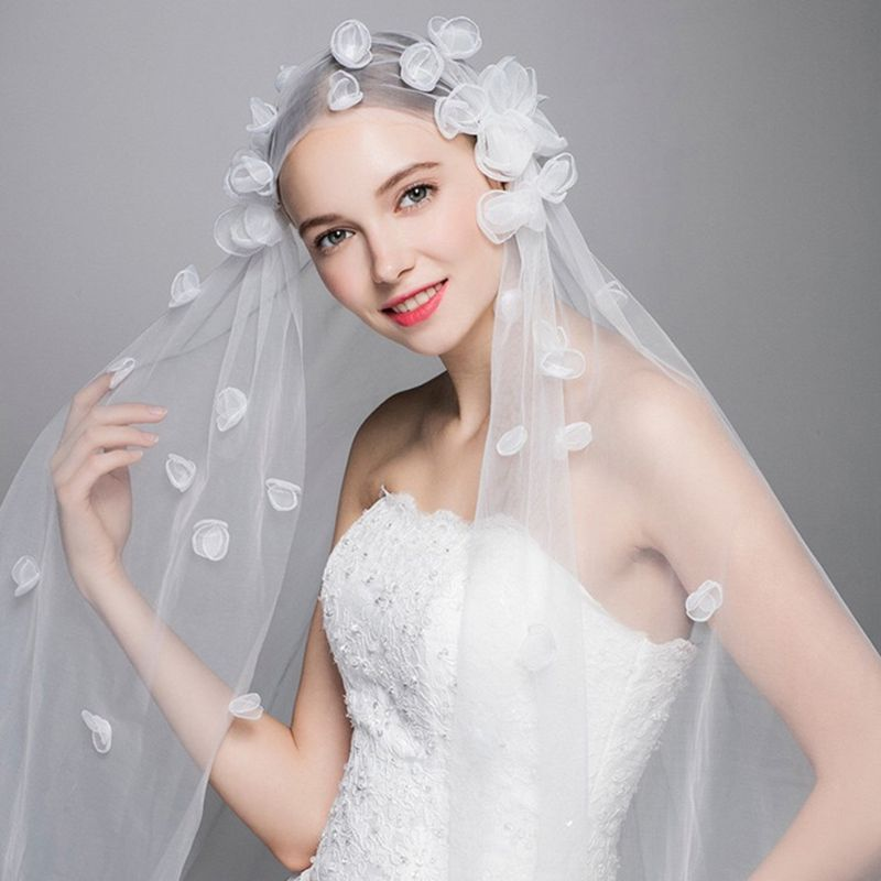 1.5x2M One-Layer Women Tulle Fingertip Short Wedding Veil Handmade 3D Butterfly Flower Petals Geometric Thin Sheer Bridal Veil