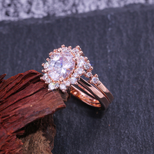 Huitan New Arrival 2PC Bridal Ring Sets Pretty Sun Flower Shaped Rose Gold Wedding Engagement Rings For Female With Clear Stone