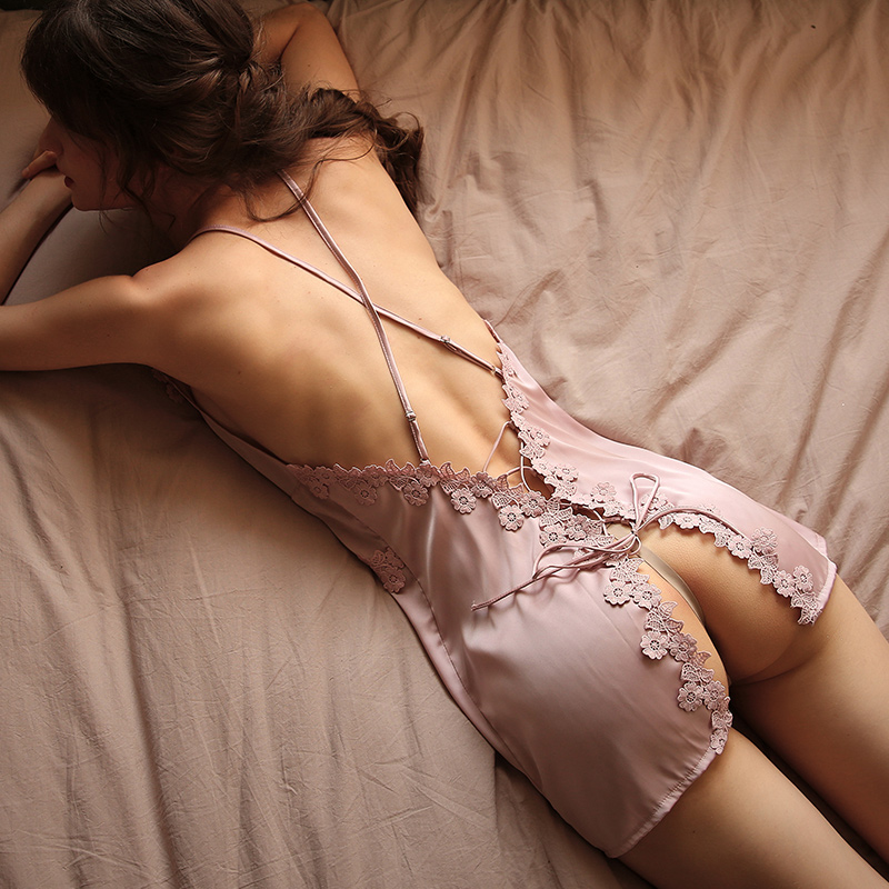 Nacht Schlaf Kleid Frauen Unterwäsche Dessous Sling Spitze Stickerei V-ausschnitt Sexy Nachthemd Seide Nachthemd Kreuz Strap Halter Kleid
