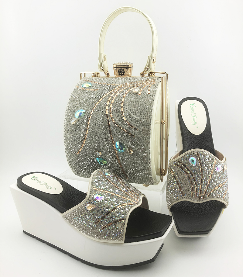 Комплект из туфель и сумочки в африканском стиле; итальянский комплект из туфель и сумочки белого цвета для вечеринки; женская обувь со стра