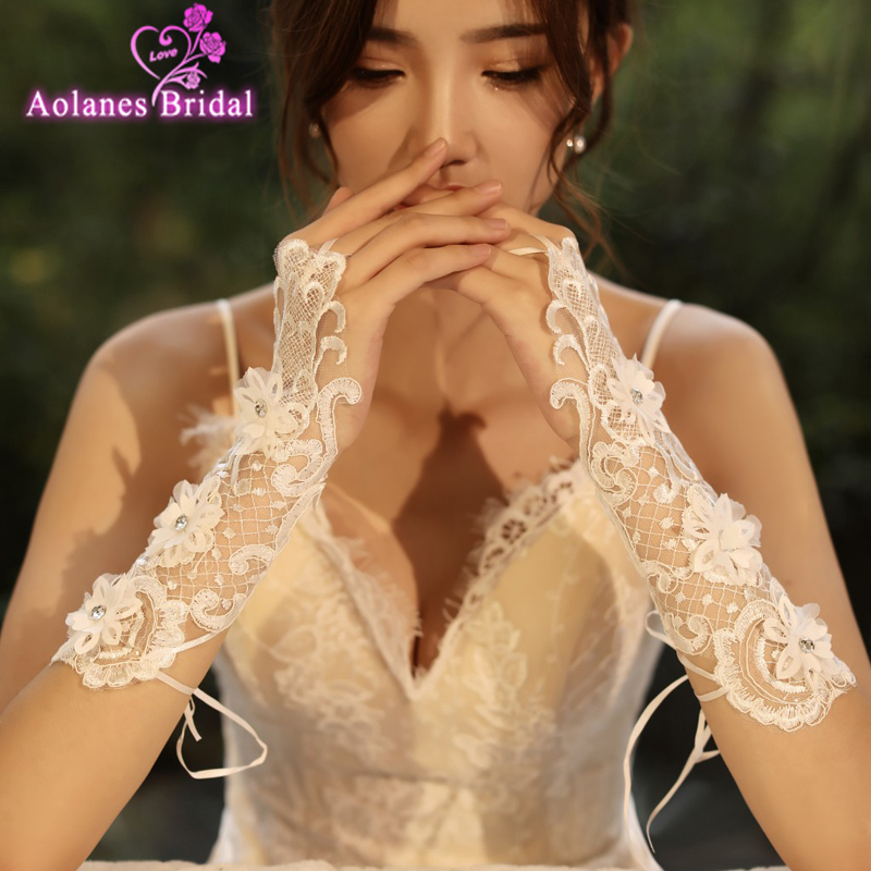 Wedding Accessories Women Fingerless Bridal Gloves Elegant Short Paragraph Rhinestone White Lace Gloves For Wedding Party