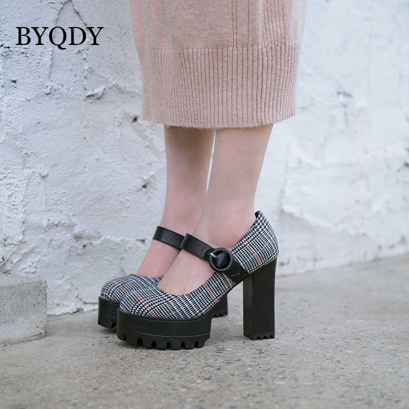 BYQDY אולטרה עקבים גבוהים נשים בוהן עגול משאבות אביב מיקרופייבר פלטפורמת מרי ג 'יין נעלי בלוק שמנמן העקב אבזם אנגליה נעליים