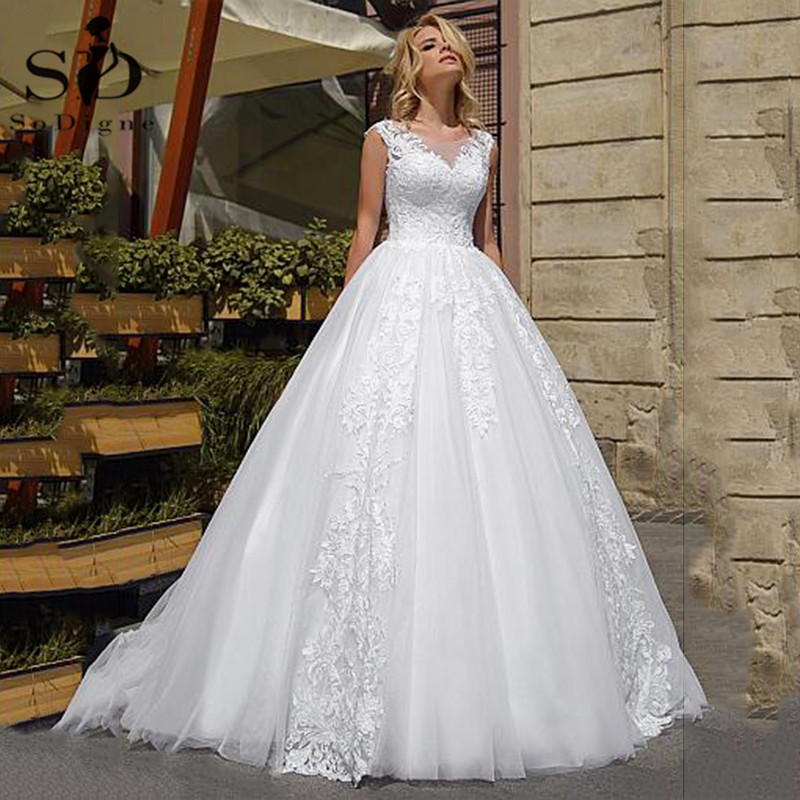 Ball Gown Wedding Dresses Vintage Lace Appliques Gown Bridal Dubai Princess Wedding Gown Plus Size Vestidos De Novia 2020