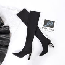 Ботинки в сдержанном стиле; высокие эластичные носки; женские