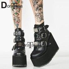 DORATASIA – bottines à semelles compensées pour femme, chaussures à talons hauts et boucle en métal, style Punk, nouvelle collection 2020