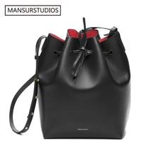 أحدث حقيبة على شكل دلو MANSURSTUDIOS ، حقيبة كتف من الجلد الحقيقي للسيدات Mansur ، حقيبة كروس من الجلد الشفاف للسيدات ، شحن مجاني