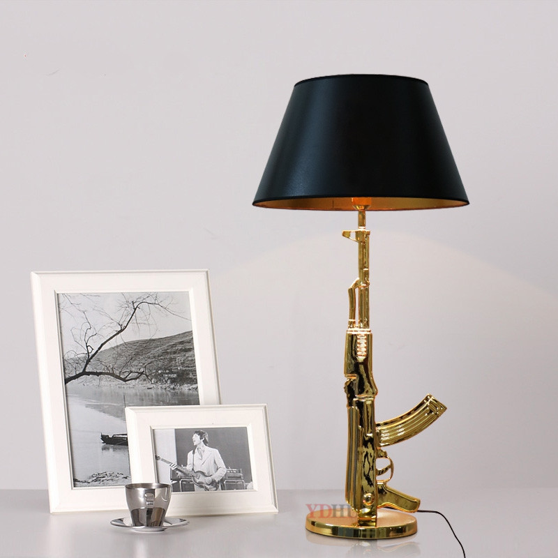European Italian Creative Tuna Table Lamp Modern Simple Long Gun Landing Lamp AK47 Table Lamp