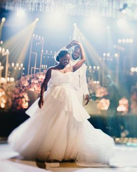 Plus rozmiar arabski stylowe Sexy eleganckie suknie ślubne Sweetheart Satin Tulle suknie ślubne tanie niestandardowe suknie ślubne dla panny młodej tanie i dobre opinie LOVEYING Z głębokim dekoltem bez rękawów Koronki Tren zamiatający CN (pochodzenie) Zwisające do podłogi zipper Odsłonięte ramiona