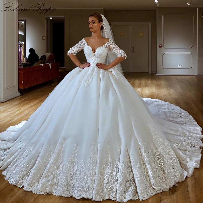 Luxury Ball Gown Wedding Dresses 2020 Plus Size V-neck Half Sleeves Floor Length Lace Appliques Bridal Gowns Vestido De Noiva