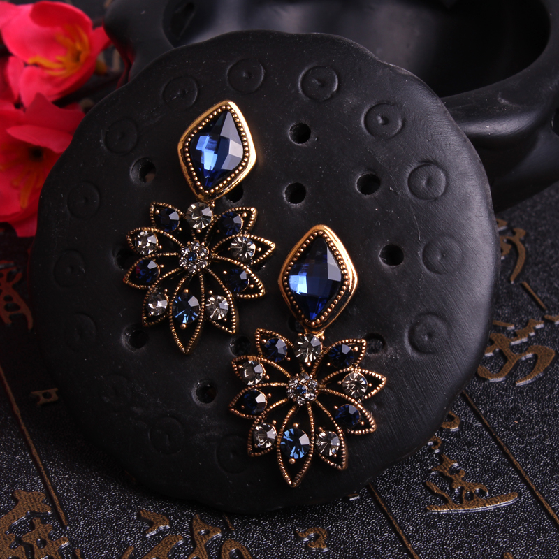 UNNAIER Retro palace temperament blue Semi-precious stones earring Female Rhinestone petal earring Hypoallergenic ear jewelry