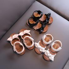 Casual Butterfly-knot antypoślizgowe miękkie dziecięce maluchy dziecięce buty letnie koreańskie małe dziecięce dziewczęce księżniczka z wystającym palcem plażowe sandały tanie tanio JGSHOWKITO Krowa mięśni 13-24m 25-36m 3-6y 7-12y Lato Kobiet Miękka skóra Płaskie Obcasy Hook loop Pasuje prawda na wymiar weź swój normalny rozmiar