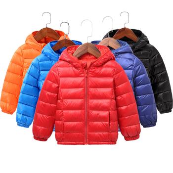 Ciepły jesienny zimowy z kapturem dla dzieci puchowe kurtki dla dziewczynek cukierki kolor ciepłe dzieci puchowe dla chłopców 2-9 lat odzież wierzchnia tanie i dobre opinie POLIESTER Wiszący 0 37 Na co dzień Białe kaczki dół Stałe REGULAR None RC8708 zipper Unisex Dobrze pasuje do rozmiaru wybierz swój normalny rozmiar