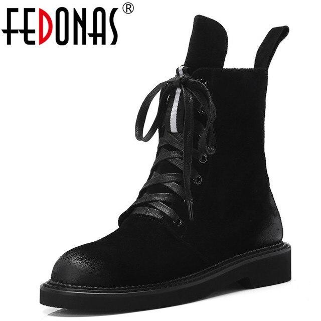 FEDONAS marka kadın yarım çizmeler sonbahar kış inek süet kısa bayan ayakkabıları kadın kalın topuklu Punk parti kulübü ayakkabı temel botları
