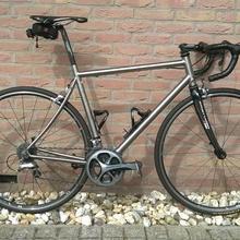 Дешевая титановая рама для шоссейного велосипеда с отколованным дизайном, изготовленная на заказ титановая рама для гоночный велосипед, Горячая титановая оправа для велосипеда