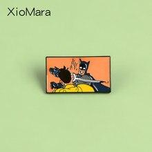 Meme-broche de caballero oscuro para hombre y mujer, broche personalizado de personaje de cómic de dibujos animados de Bruce Hero, joyería de película personalizada, alfileres de solapa, insignia, regalo