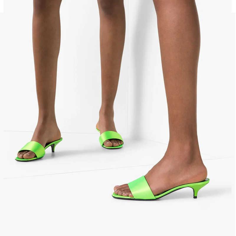 Marka tasarımcıları lüks yeşil düşük topuklu kadın terlik moda makosen ayakkabılar katır Flip flop ayakkabı kadın yaz rahat sandalet yeni
