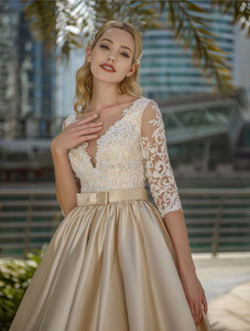 Image 3 - Цвет шампанского, трапециевидные свадебные платья, аппликации из кружева, иллюзия спины, Элегантное свадебное платье, половина рукава, Vestidos de Noivas на заказ