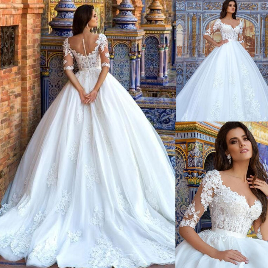 Attractive Scoop Neckline Ball Gown Wedding Dresses With 3D Flowers Beading Illusion Tulle Button Back Court Train Bridal Dress