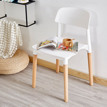 купить Nordic fashion solid wood plastic chairs dining chairs for dining rooms modern restaurant furniture study bedroom dining chairs дешево