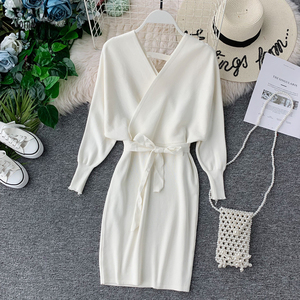 Image 1 - YornMona elegancki rękaw w kształcie skrzydła nietoperza V Neck z dzianiny biała sukienka 2019 jesienno zimowa w stylu Vintage kobiety sukienka Sash Ladies sukienka biurowa