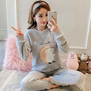 Image 2 - Coréen flanelle Pyjamas chauds pour les femmes à manches longues maison costume vêtements de nuit femmes dessin animé velours pyjama ensemble épais Feminino Pyjamas