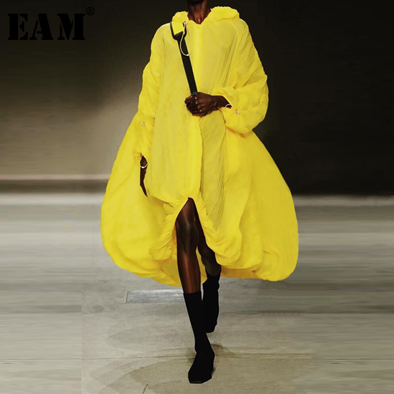 [EAM] Loose Fit Yellow Thin Asymmetrical Big Size Sunscreen Jacket New Hooded Long Sleeve Women Coat Fashion Spring 2020 1S395