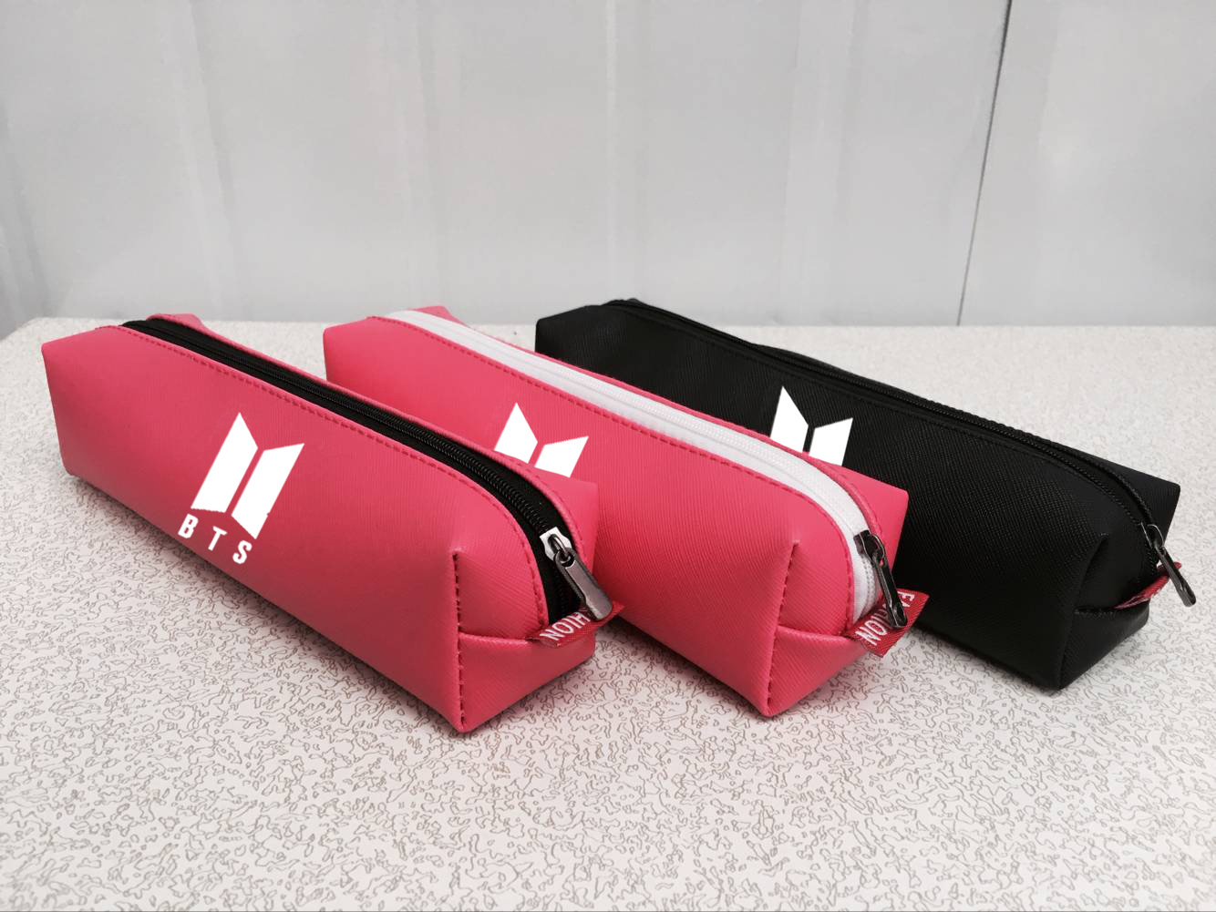 2018BTS BTS Pu Laser Fashion New Style Pencil Case Stationery Bags Related Celebrity Inspired