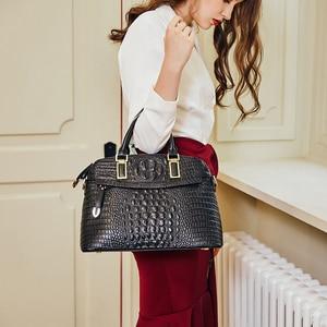 Image 1 - Bolso pequeño de piel de cocodrilo para mujer 2019 Qiwang bolso de mano de lujo de diseñador para mujer 100% bolsos de hombro de piel auténtica para mujer