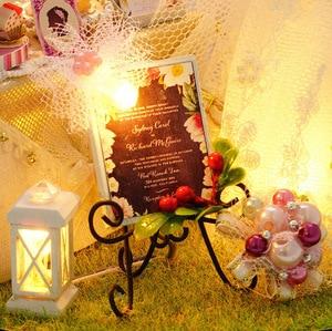 Image 3 - Fiori di primavera A Mano FAI DA TE Mini Casa di Bambola Abito Da Sposa Bianco di Legno In Miniatura Casa di Montaggio Decorazione Palla di Vetro Casa Delle Bambole