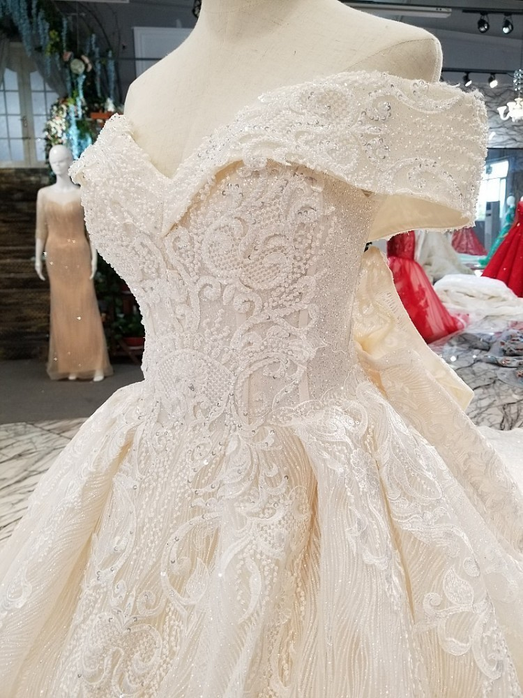Hot9 New Fashion Off-the -shoulder Cap Sheelves Elegent Lace Eppliqued Embroidery Luxury Long Trail  Ball Gown Wedding Dress