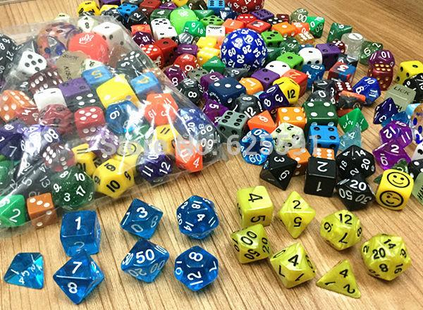 100 шт./компл., высокое качество красочные казино кости набор, смешивание случайных цветов, стилей и размеров