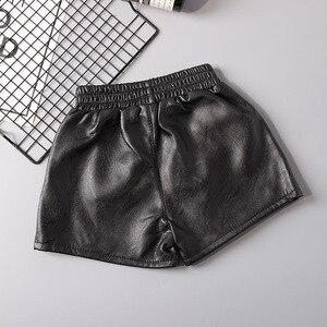 Шорты из искусственной кожи для маленьких девочек; Весенние детские повседневные однотонные Короткие штаны из искусственной кожи для дево...