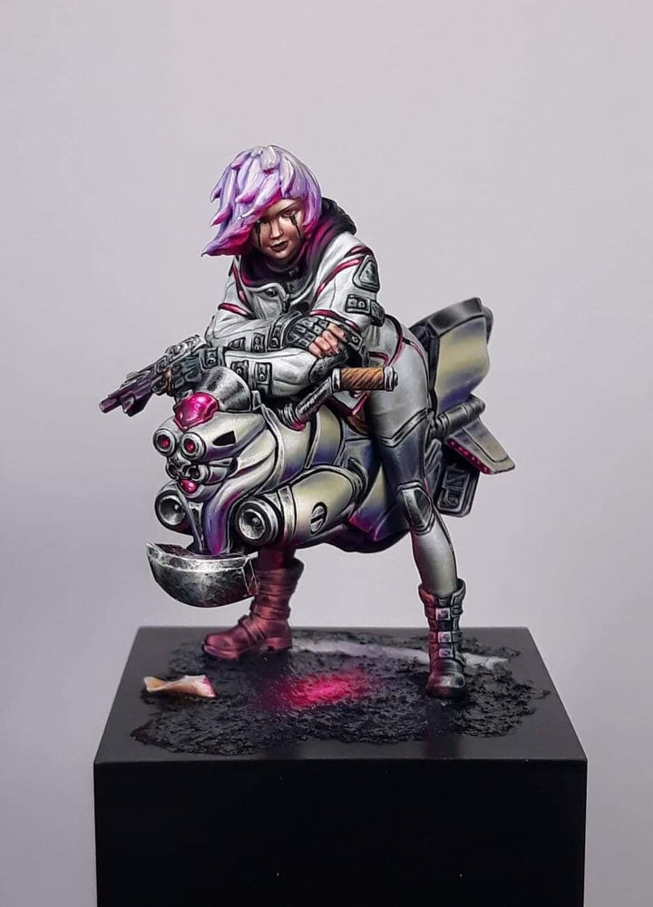 1/24 75mm Modern Girl Sit With Motor (NO BASE )   Resin Figure Model Kits Miniature Gk Unassembly Unpainted