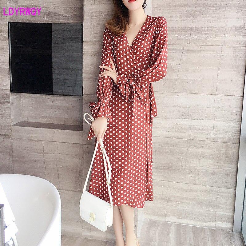 2019 autumn and winter new Korean women's V-neck lotus sleeves fashion wrap slimming tie waist temperament dress A-Line