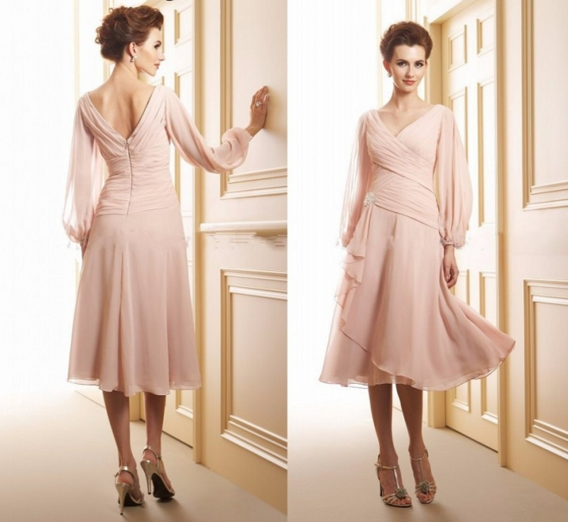 Hot Pink Long Sleeves Mother of the Bride Groom Dresses 2020 V Neck Knee Length Chiffon Pleated A line for Wedding Party Gowns