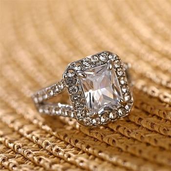 טבעת אירוסין יוקרתית עם קריסטלים