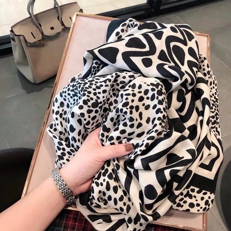 2020 New Style Luxury Brand Autumn And Winter Women Fashion Leopard Print Scarf Lady Beach Silk Cotton Shawl Popular Headcloth