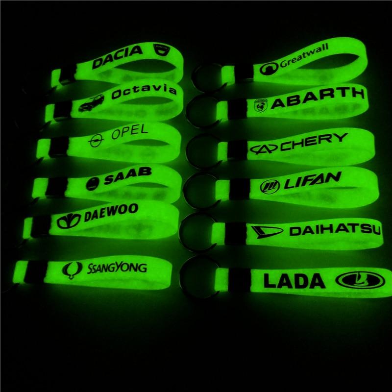 Auto Silicone luminoso sticker Key Ring Per Ford VW GOLF skoda bmw audi BENZ TOYOTA SAAB OPEL Car Styling Accessori automobili