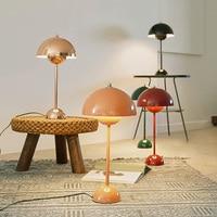 Lampada da tavolo nordica lampade da tavolo in ferro colorato per camera da letto soggiorno studio di casa scrivania Decor lampada E27 lampada da comodino di design moderno